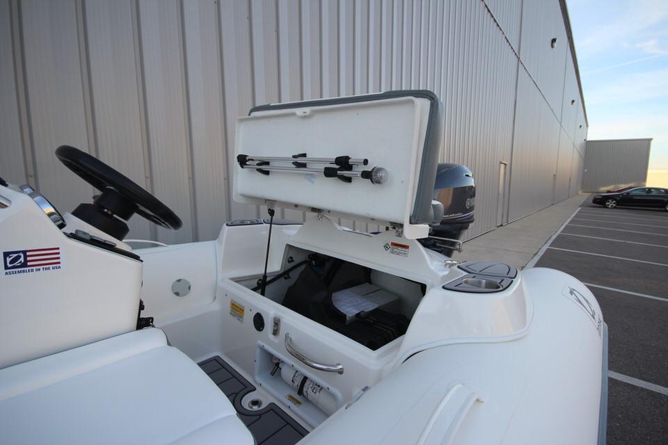 2021 Zodiac Yachtline 360 DL NEO GL Edition 40hp In Stock, Image 10