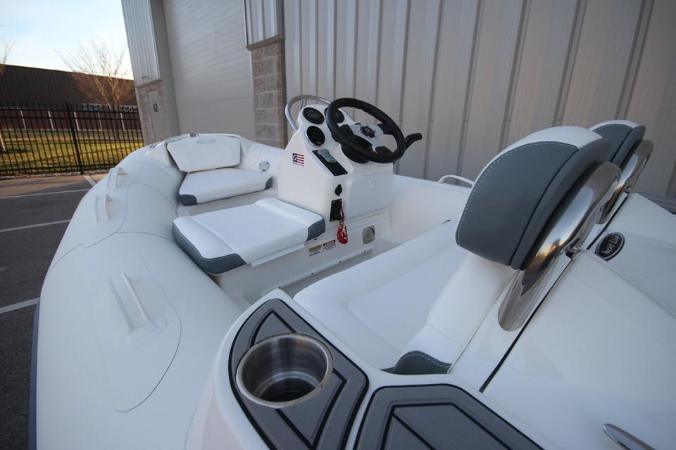 2021 Zodiac Yachtline 360 DL NEO GL Edition 40hp In Stock, Image 12