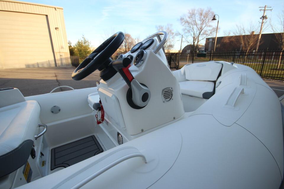2021 Zodiac Yachtline 360 DL NEO GL Edition 40hp In Stock, Image 13