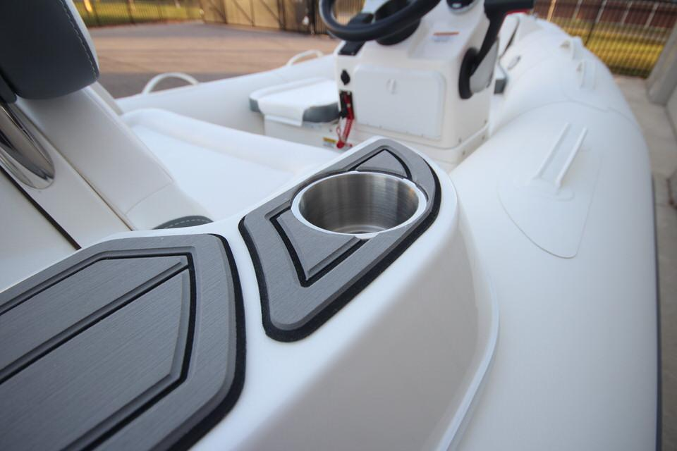 2021 Zodiac Yachtline 360 DL NEO GL Edition 40hp In Stock, Image 19