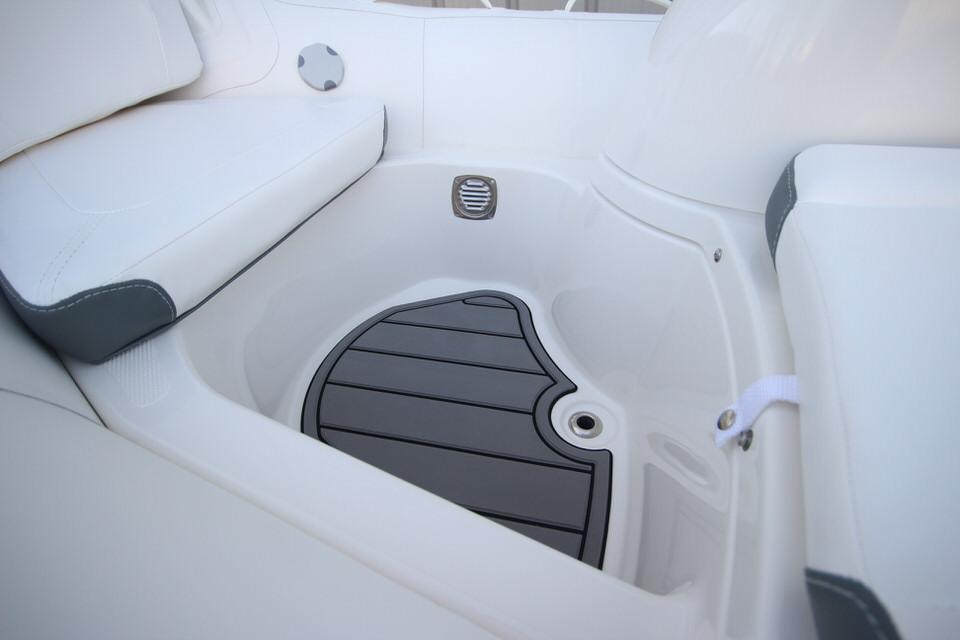 2021 Zodiac Yachtline 360 DL NEO GL Edition 40hp In Stock, Image 18