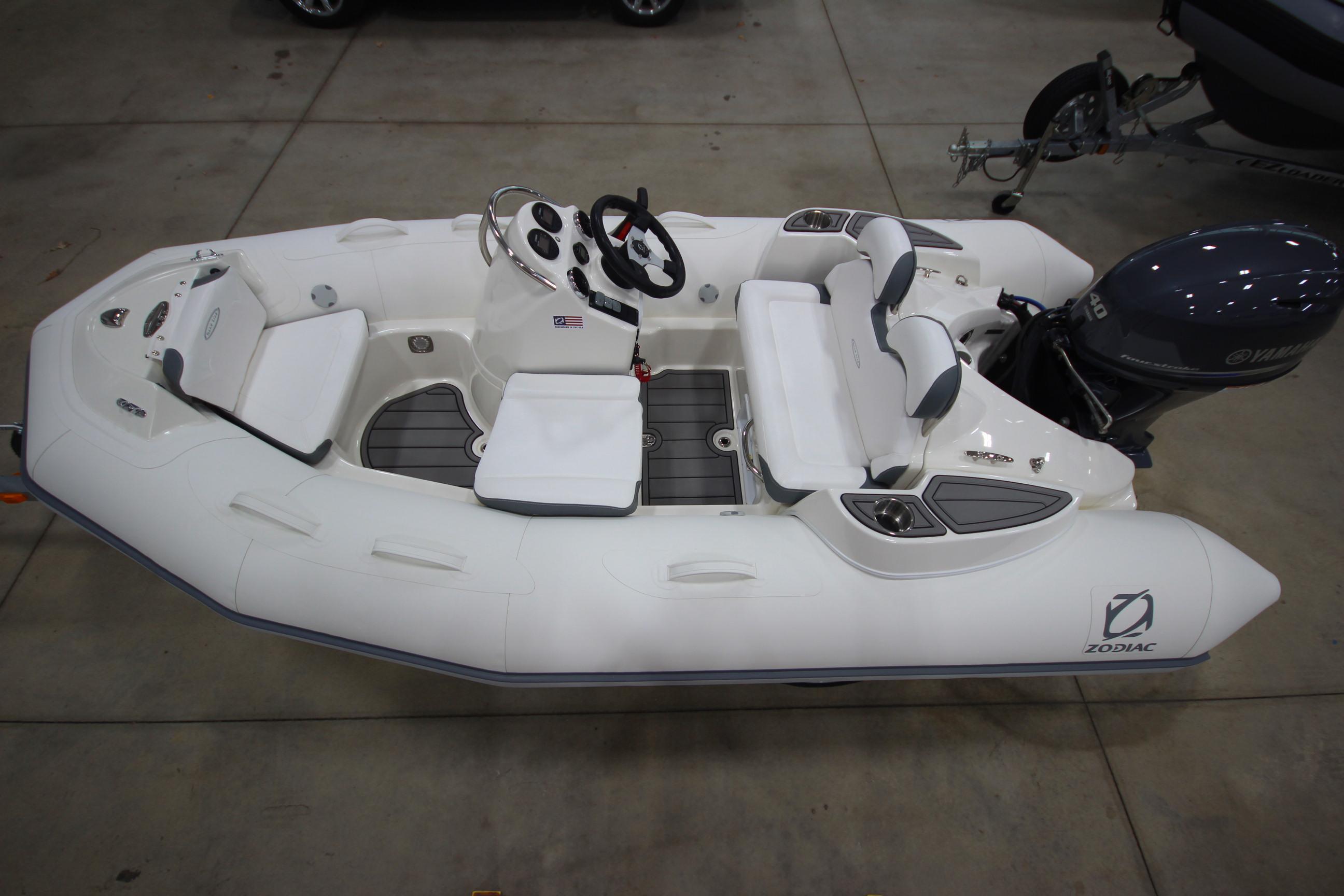 2021 Zodiac Yachtline 360 DL NEO GL Edition 40hp In Stock, Image 24