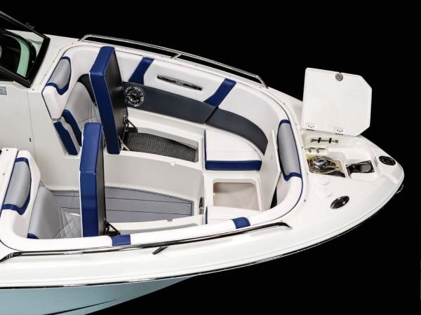 2021 Chaparral boat for sale, model of the boat is 287 SSX & Image # 3 of 12