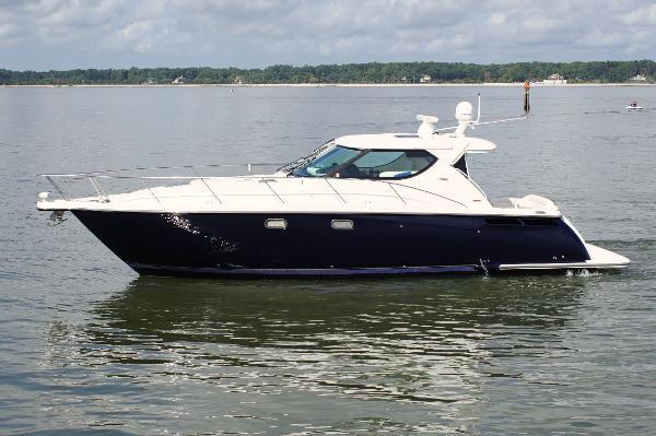 2009 Tiara Yachts 4300 Sovran thumbnail