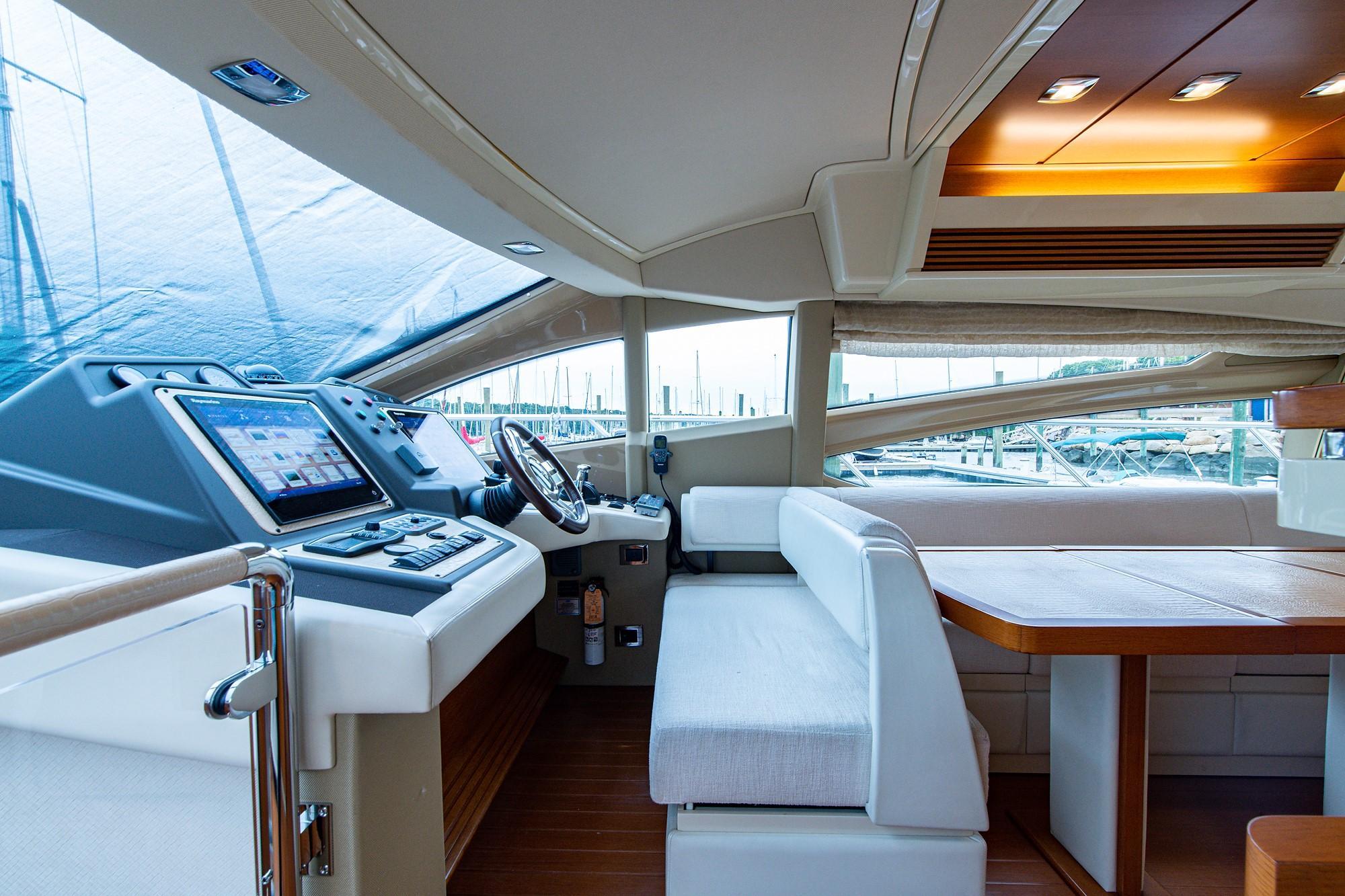 2013 64' Azimut Flybridge