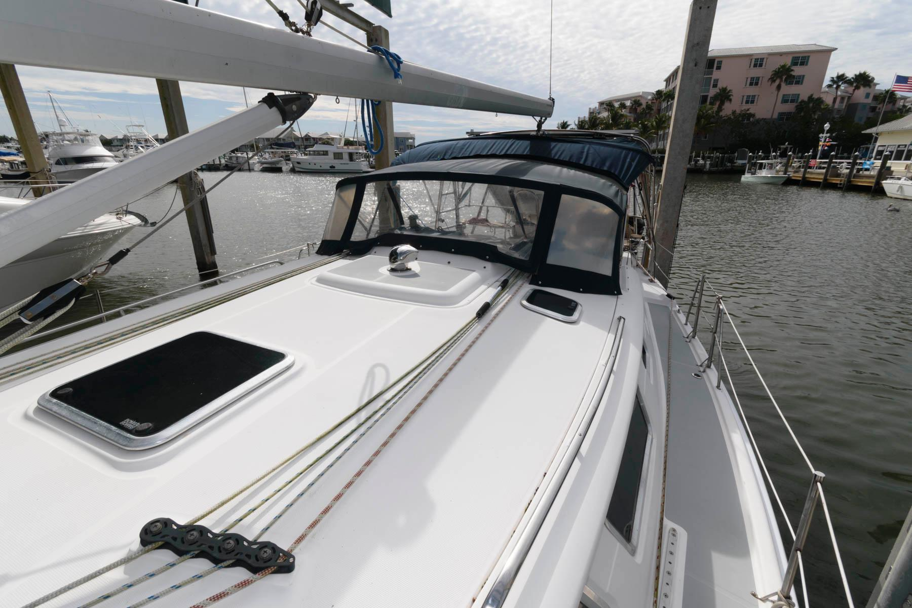 F 5879 SK Knot 10 Yacht Sales