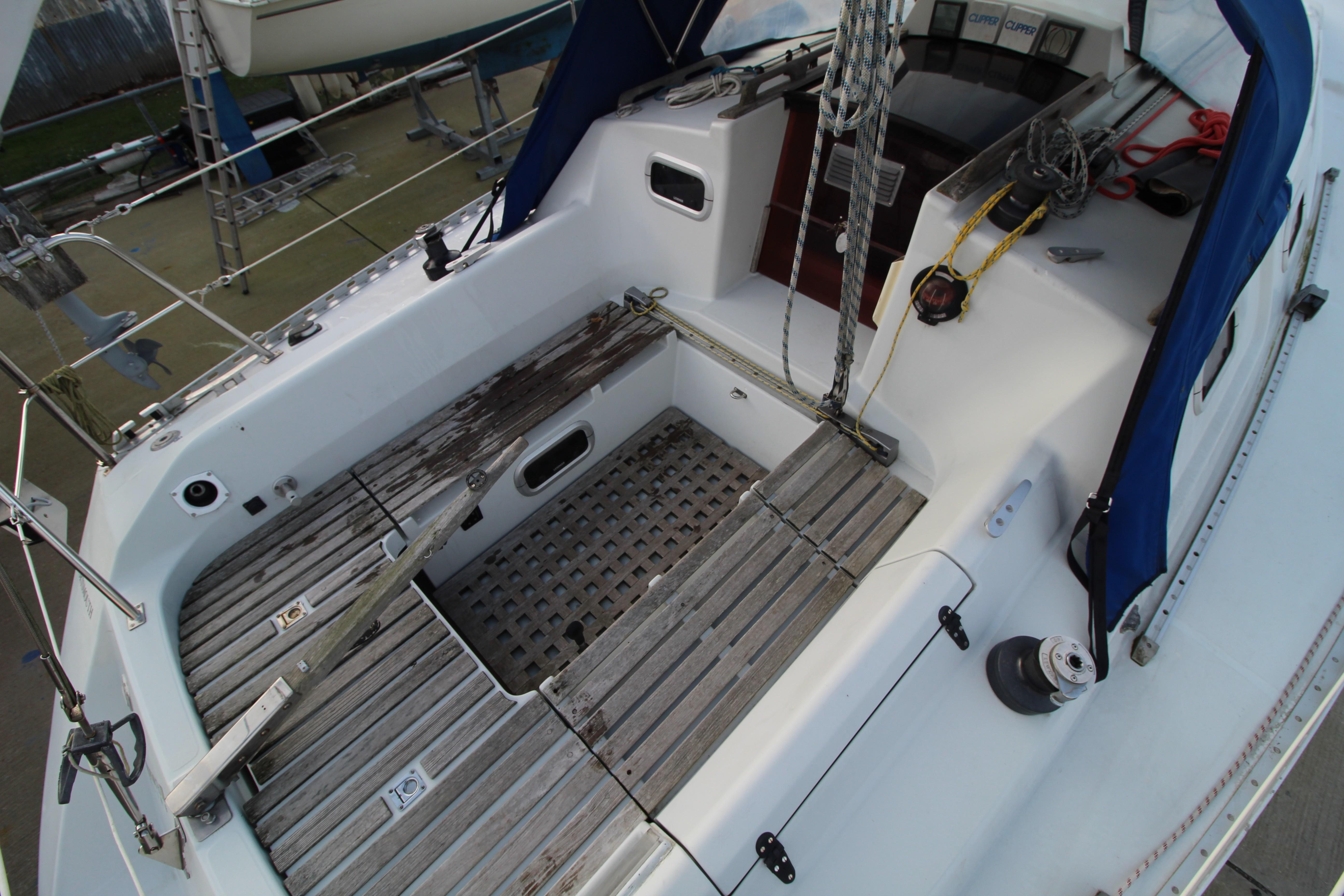 Feeling 326 Lift Keel cockpit