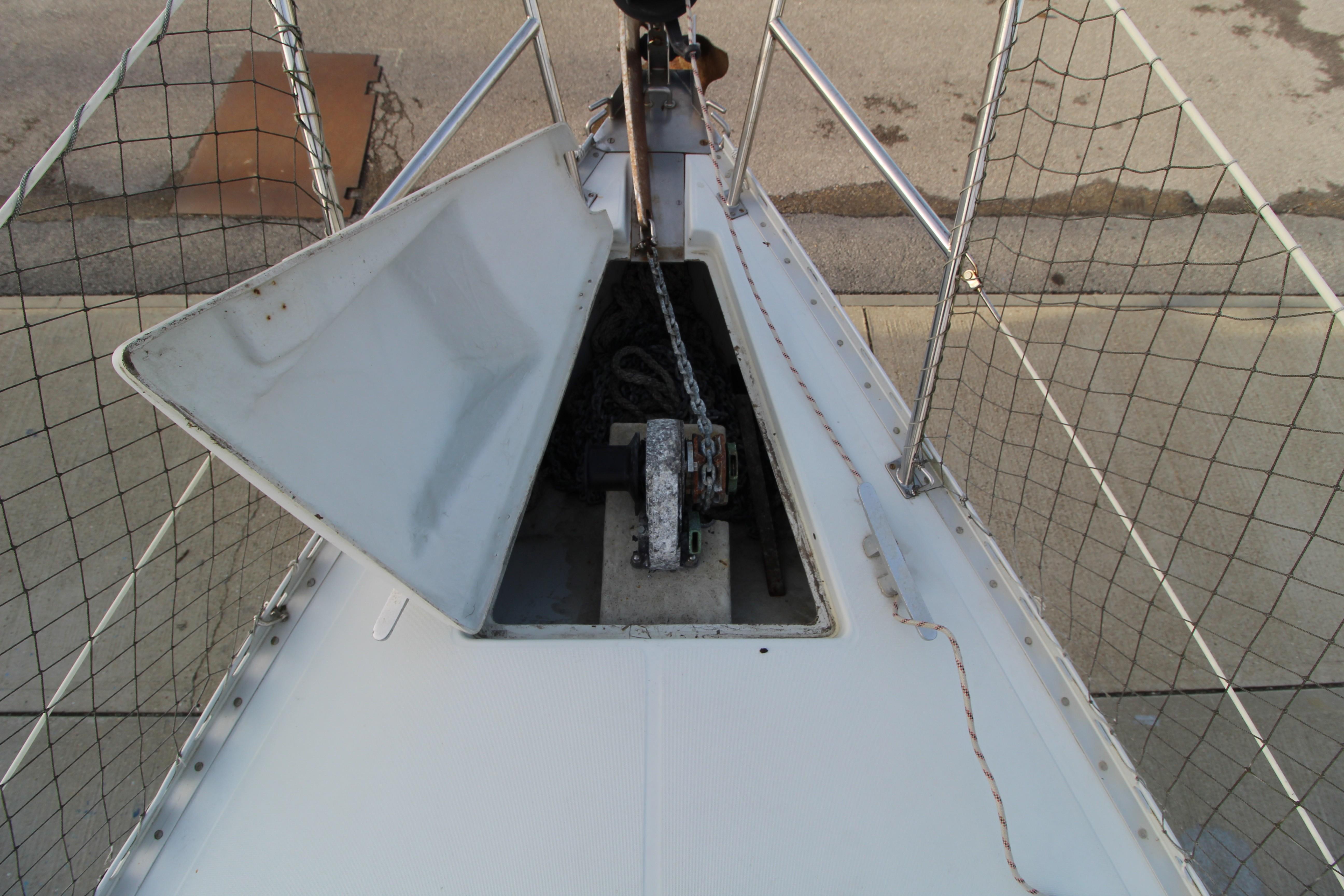 Feeling 326 Lift Keel anchor locker