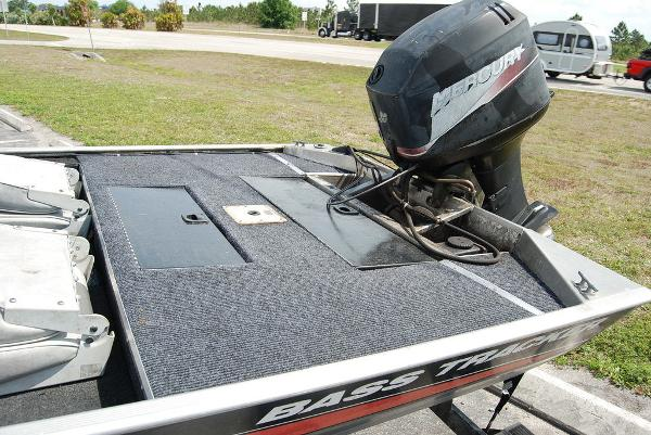 2003 Tracker Boats boat for sale, model of the boat is Pro Team 165 & Image # 3 of 8