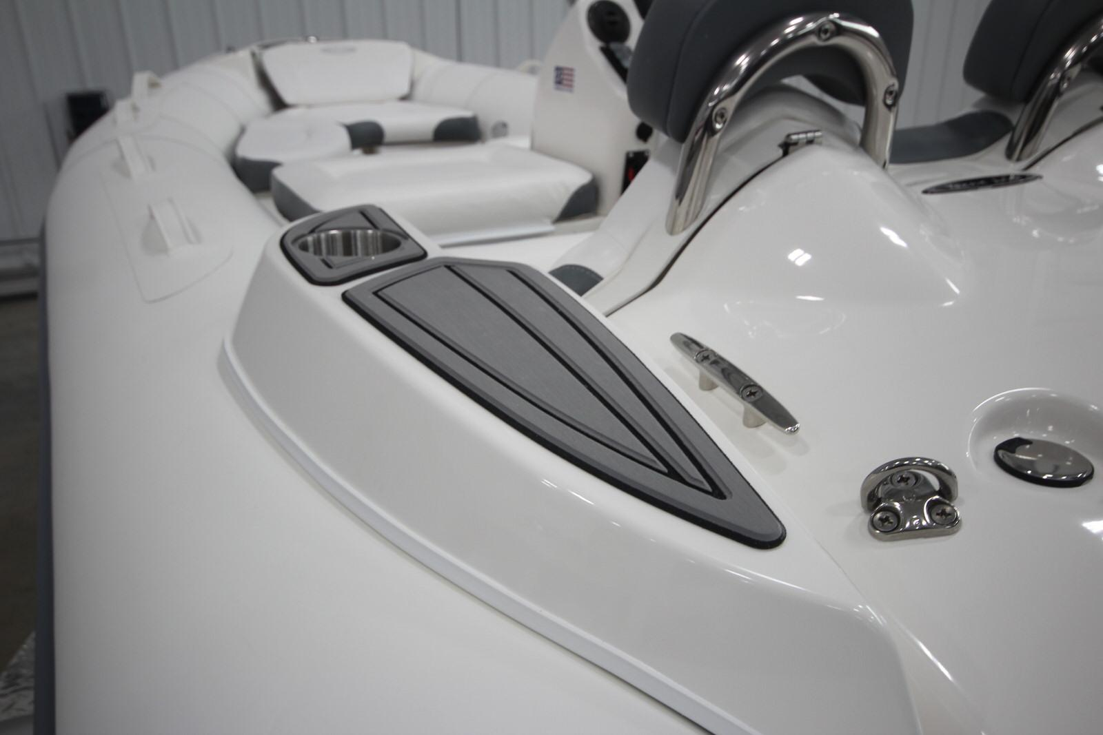 2022 Zodiac Yachtline 440 Deluxe NEO GL Edition 60hp On Order, Image 23