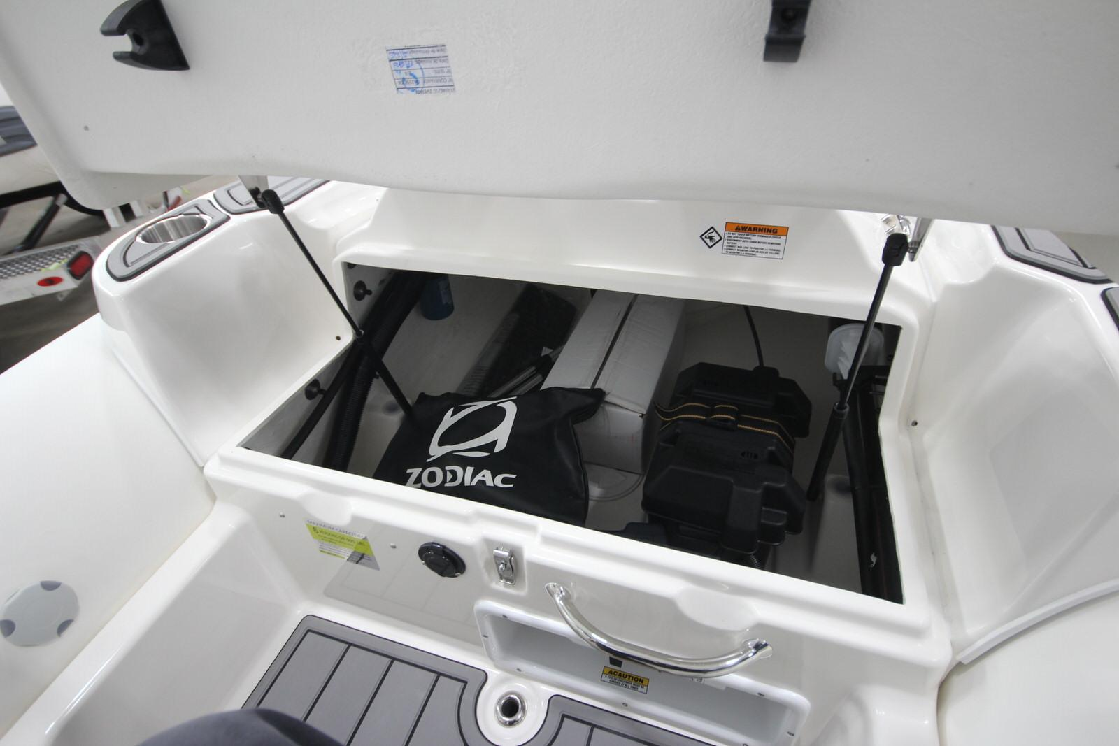 2022 Zodiac Yachtline 440 Deluxe NEO GL Edition 60hp On Order, Image 12