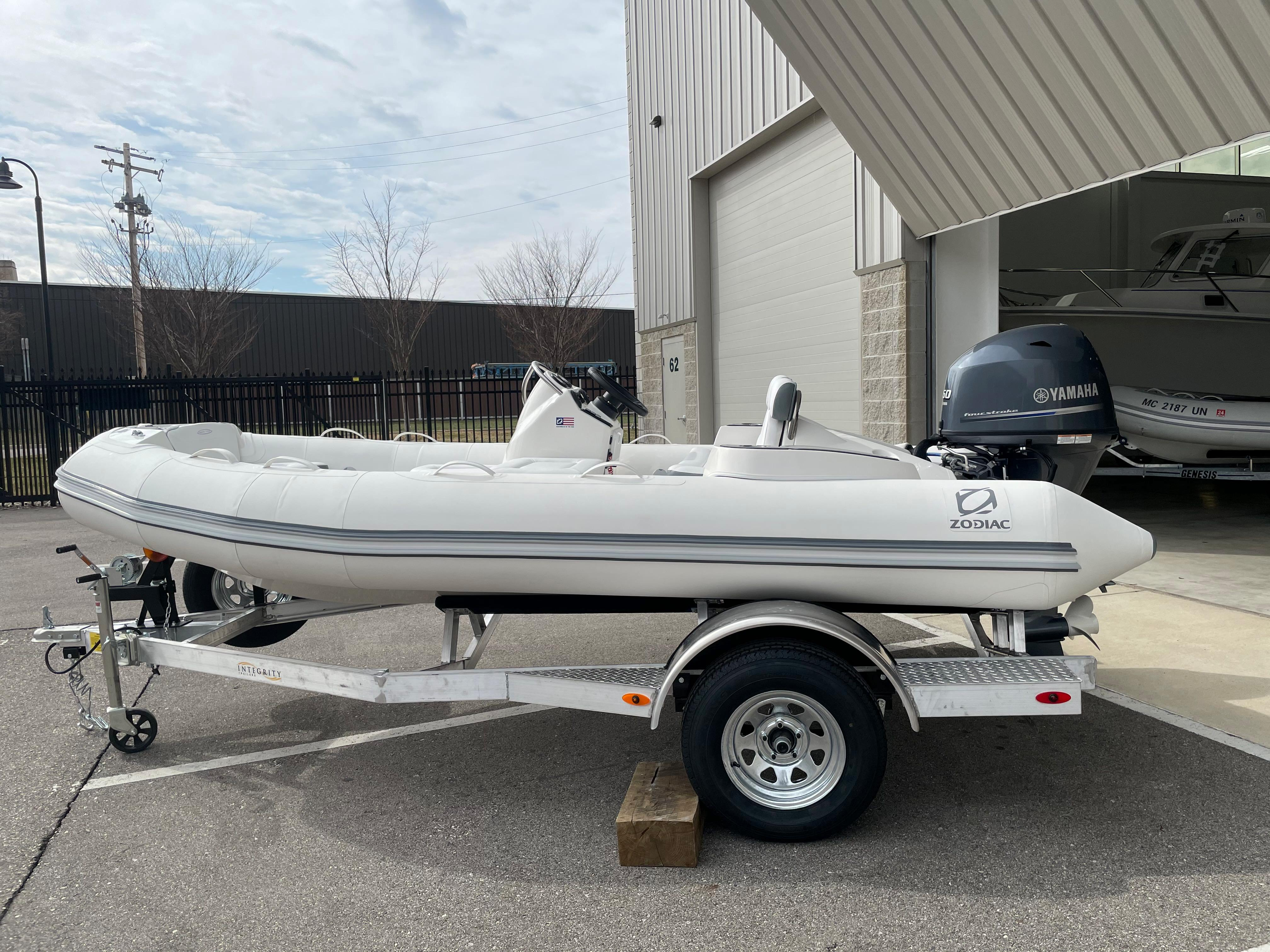 2022 Zodiac Yachtline 440 Deluxe NEO GL Edition 60hp On Order, Image 1