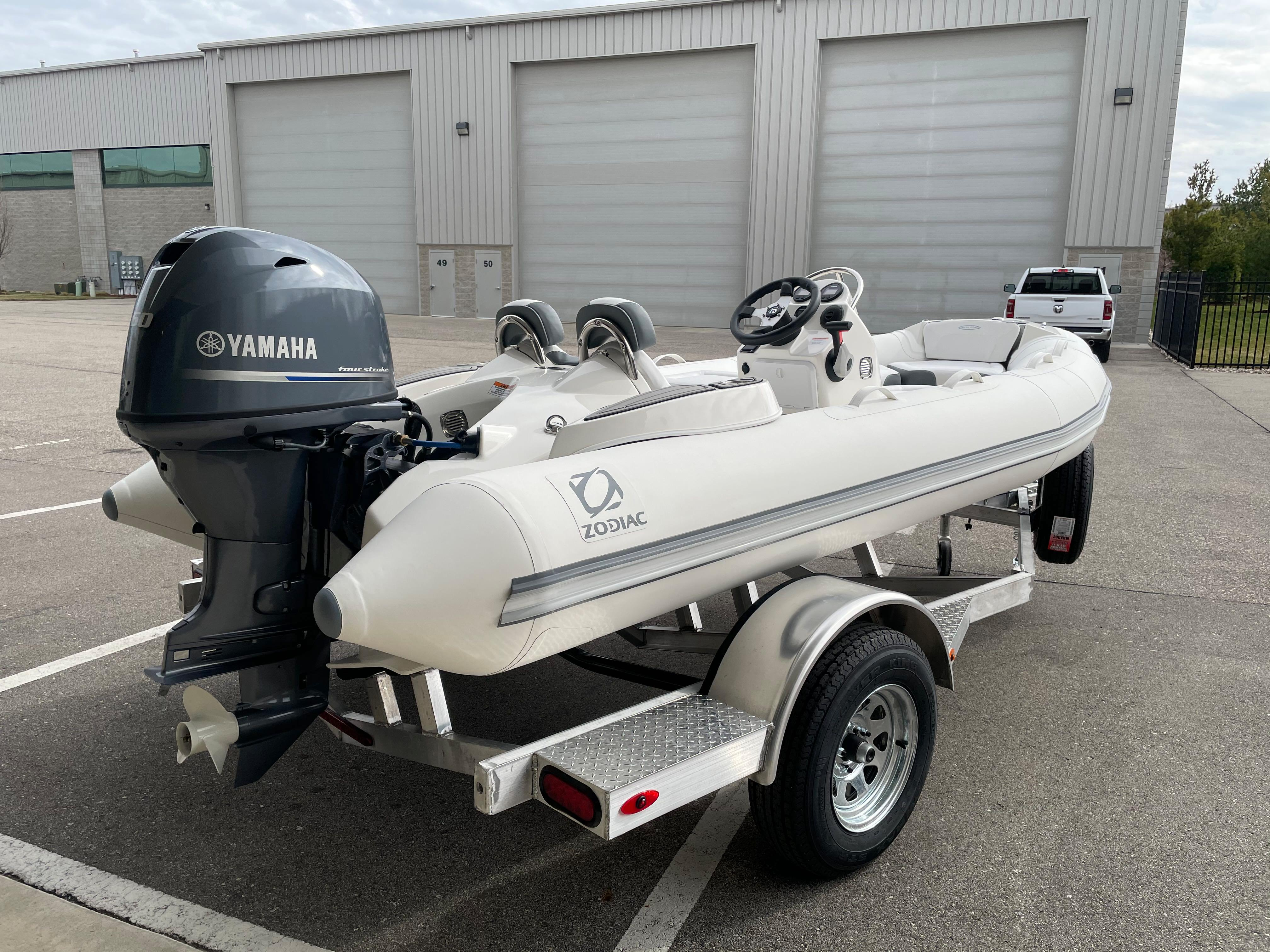 2022 Zodiac Yachtline 440 Deluxe NEO GL Edition 60hp On Order, Image 4