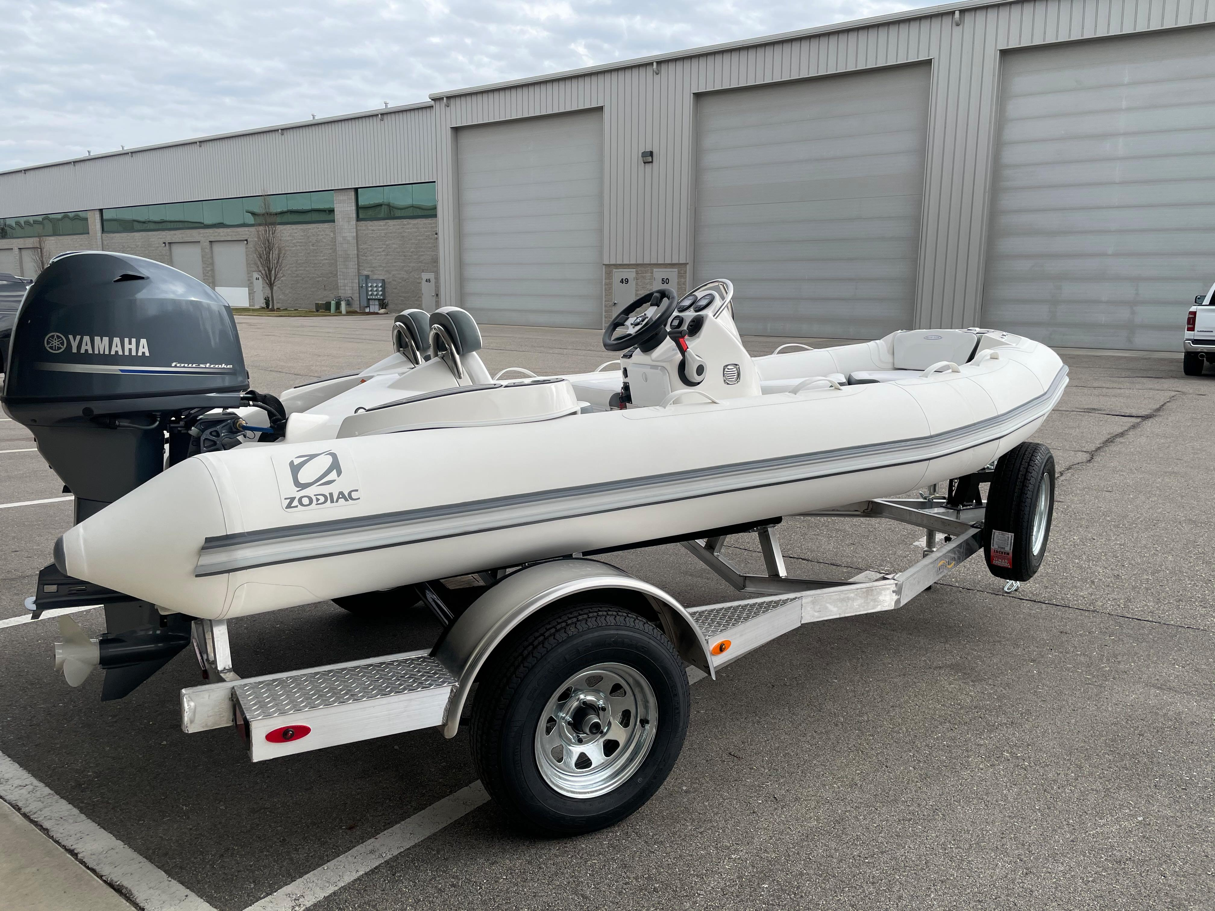 2022 Zodiac Yachtline 440 Deluxe NEO GL Edition 60hp On Order, Image 2