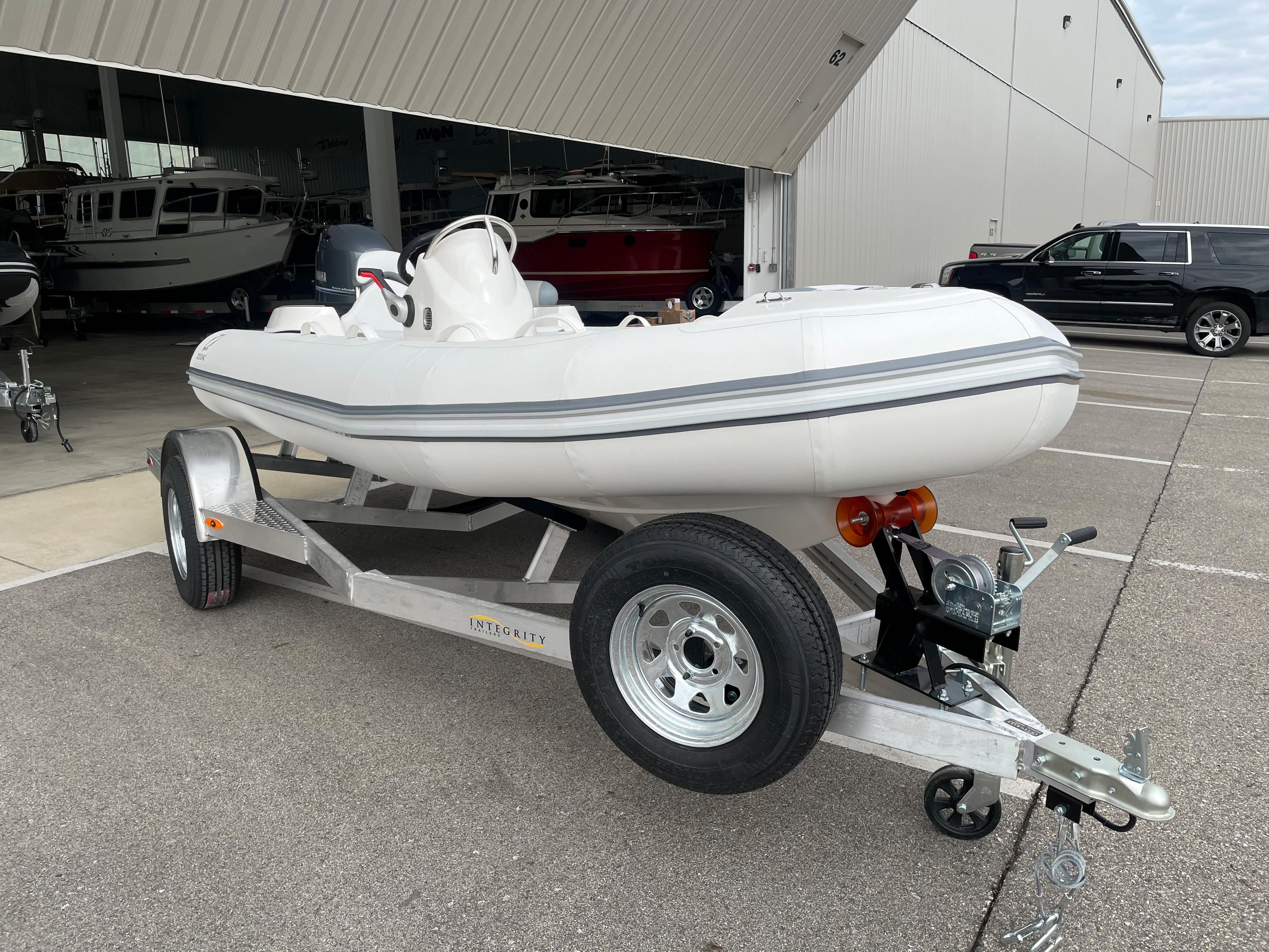 2022 Zodiac Yachtline 440 Deluxe NEO GL Edition 60hp On Order, Image 3