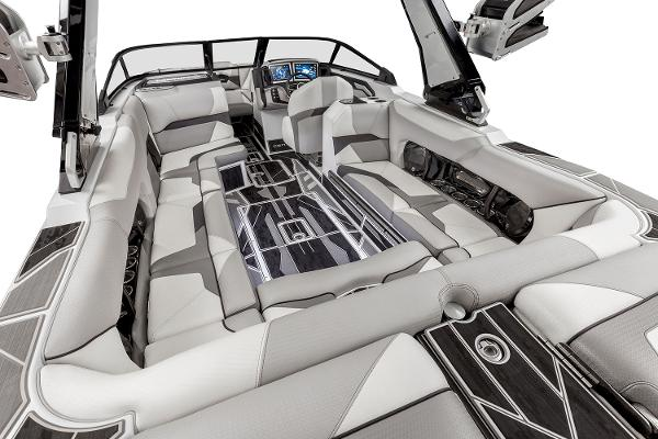2021 Centurion boat for sale, model of the boat is Ri245 & Image # 6 of 13
