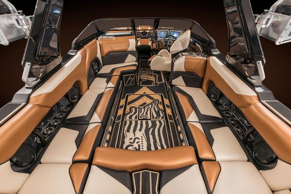 2021 Centurion boat for sale, model of the boat is Ri245 & Image # 9 of 13