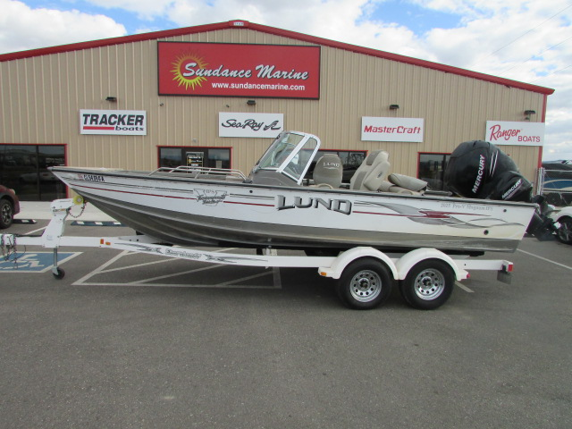 2006 Lund boat for sale, model of the boat is 2025 Pro V Magnum IFS & Image # 1 of 19