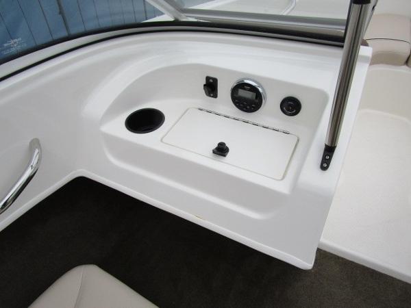 2015 Bayliner boat for sale, model of the boat is 175 Bowrider & Image # 11 of 24