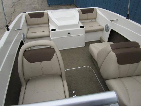 2015 Bayliner boat for sale, model of the boat is 175 Bowrider & Image # 15 of 24