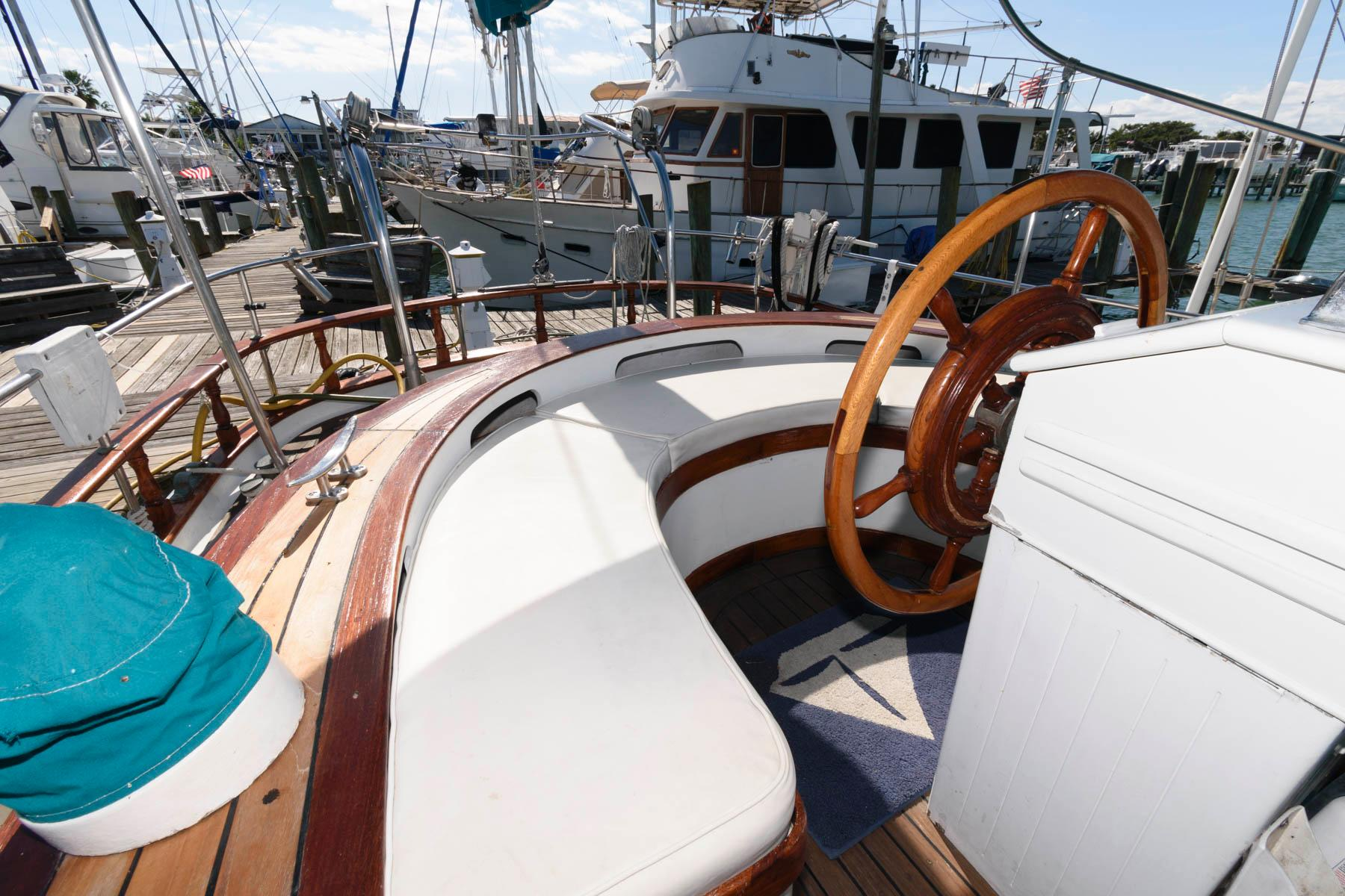 F 5847 SK Knot 10 Yacht Sales