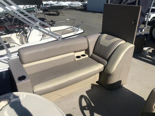 2018 SunChaser boat for sale, model of the boat is 22' GENEVA CRUISE & Image # 6 of 13