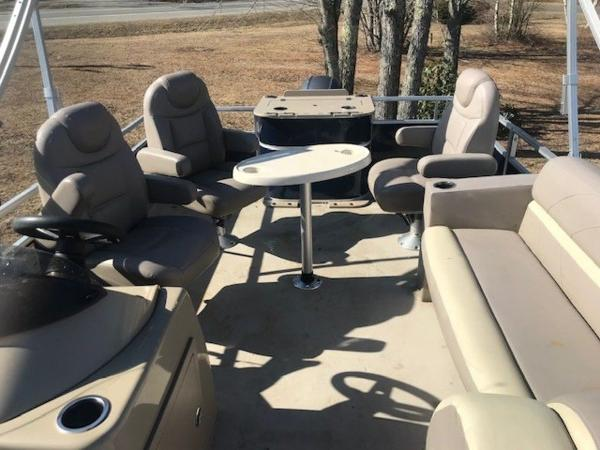 2018 SunChaser boat for sale, model of the boat is 22' GENEVA CRUISE & Image # 9 of 13