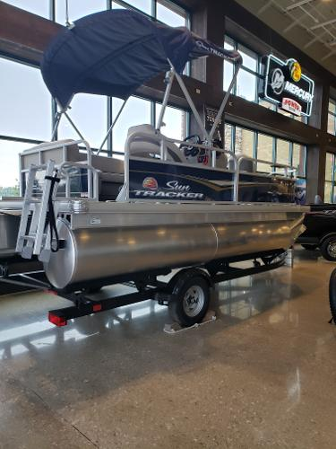 2022 Sun Tracker boat for sale, model of the boat is BASS BUGGY 16 XL SELECT & Image # 3 of 7
