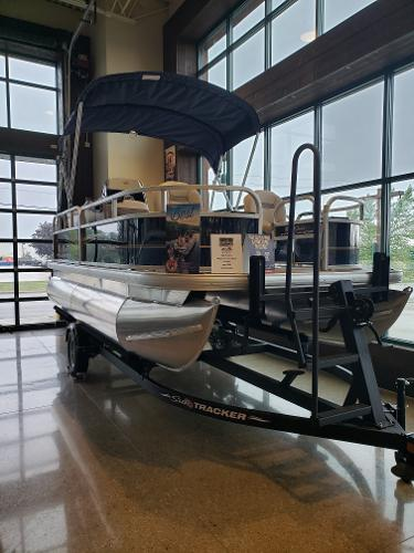 2022 Sun Tracker boat for sale, model of the boat is BASS BUGGY 16 XL SELECT & Image # 4 of 7