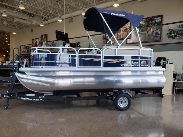 2022 Sun Tracker boat for sale, model of the boat is BASS BUGGY 16 XL SELECT & Image # 1 of 7
