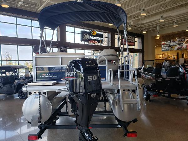 2022 Sun Tracker boat for sale, model of the boat is BASS BUGGY 16 XL SELECT & Image # 2 of 7