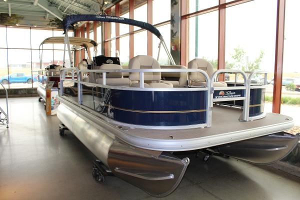 2022 Sun Tracker boat for sale, model of the boat is BASS BUGGY 16 XL SELECT & Image # 1 of 9