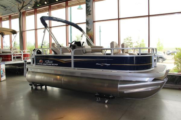 2022 Sun Tracker boat for sale, model of the boat is BASS BUGGY 16 XL SELECT & Image # 2 of 9