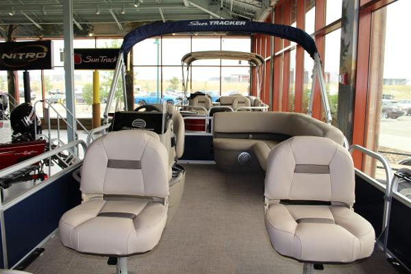 2022 Sun Tracker boat for sale, model of the boat is BASS BUGGY 16 XL SELECT & Image # 3 of 9