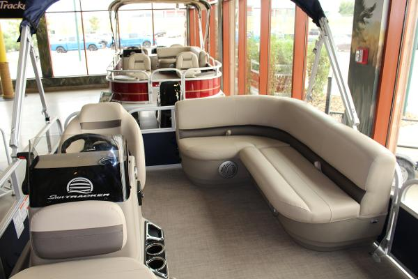 2022 Sun Tracker boat for sale, model of the boat is BASS BUGGY 16 XL SELECT & Image # 5 of 9