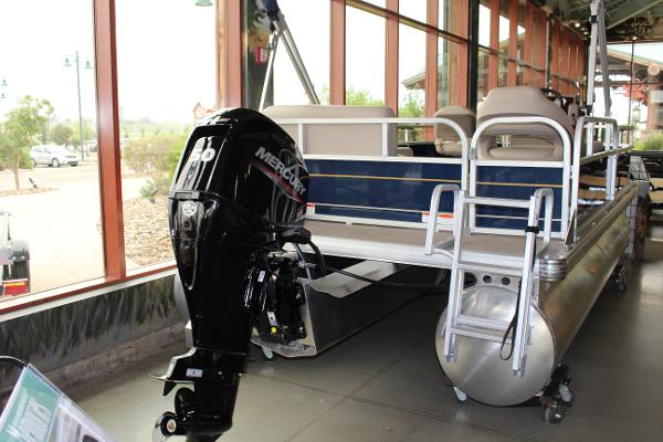 2022 Sun Tracker boat for sale, model of the boat is BASS BUGGY 16 XL SELECT & Image # 6 of 9