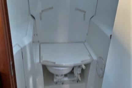 Forward Head with Shower Seat