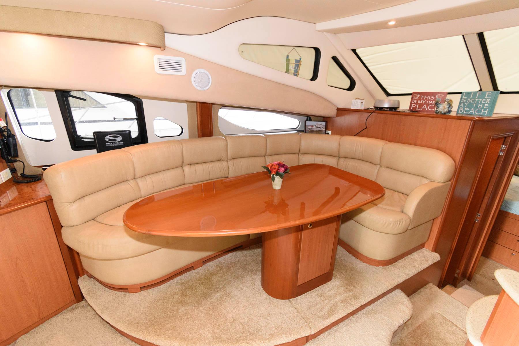 V 6062 VR Knot 10 Yacht Sales