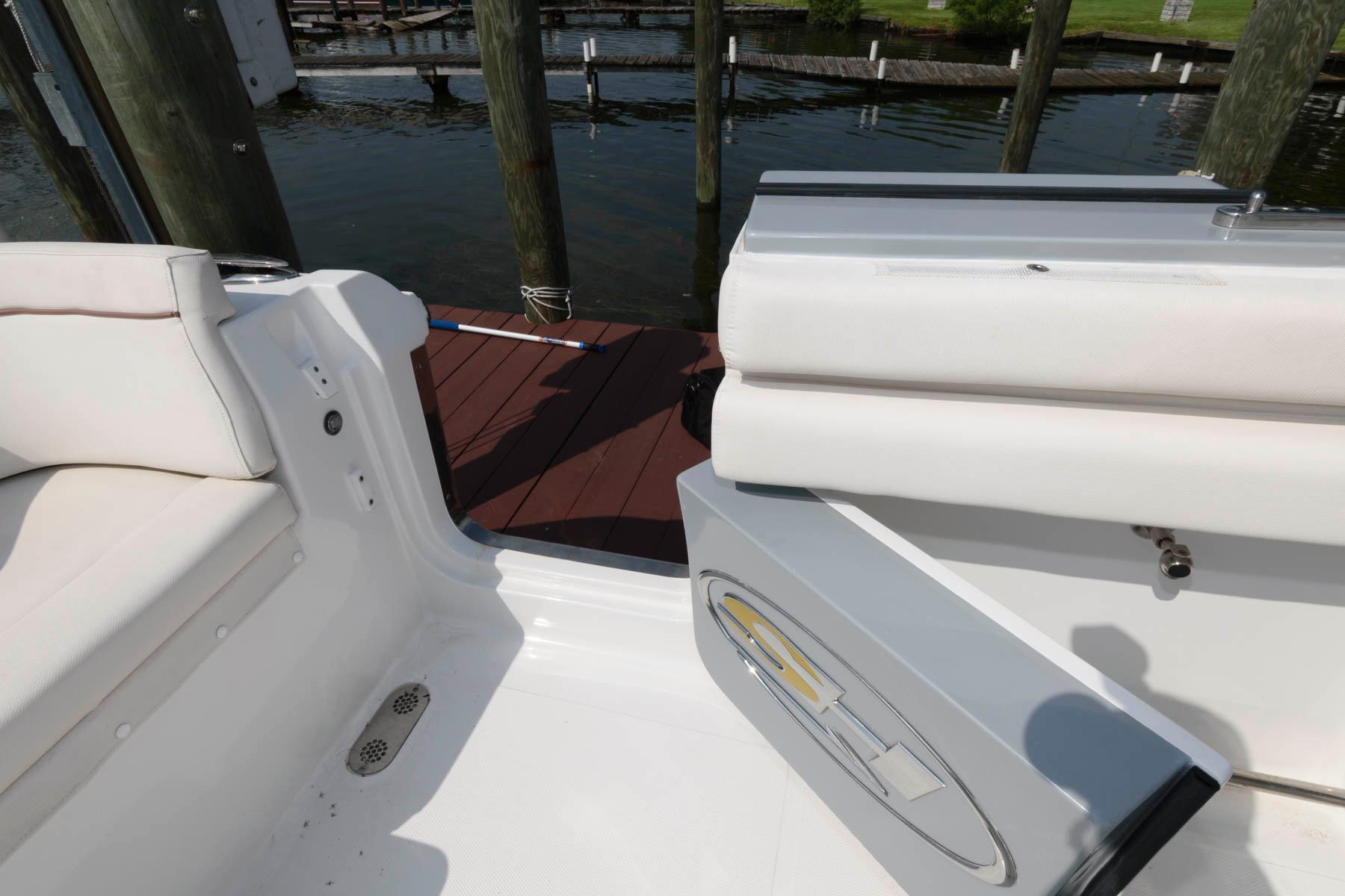 M 6475 JB Knot 10 Yacht Sales