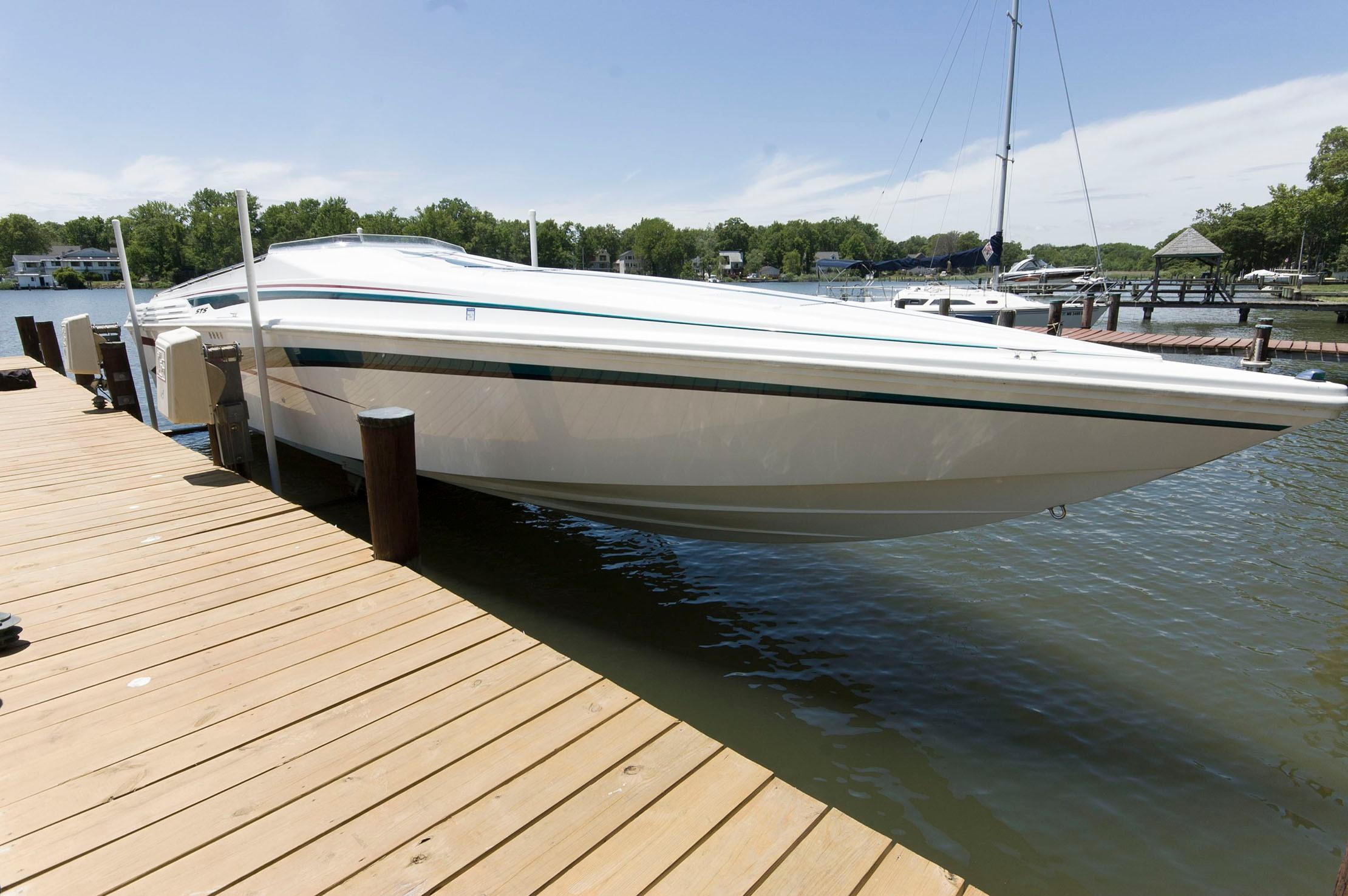 M 5427 WT Knot 10 Yacht Sales