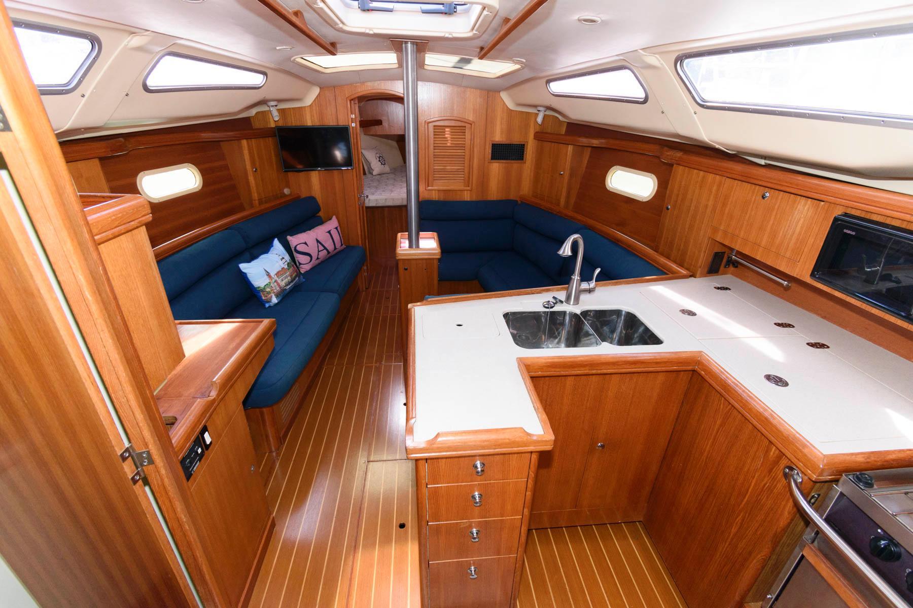 M 6133 PH Knot 10 Yacht Sales