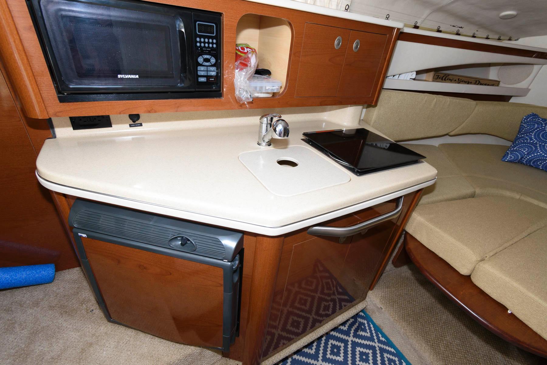 M 5784 JB Knot 10 Yacht Sales