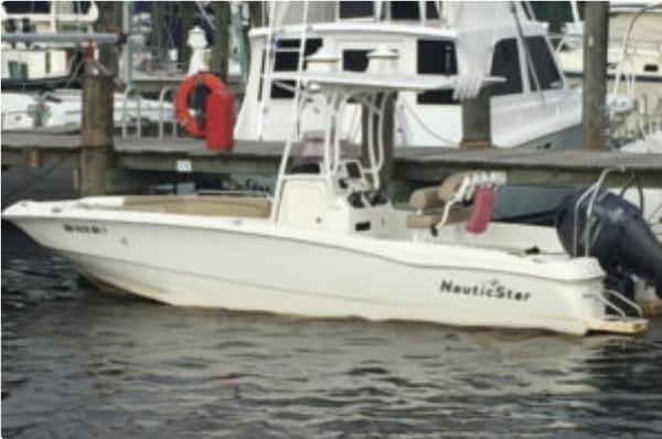 2019 NauticStar 231 Hybrid