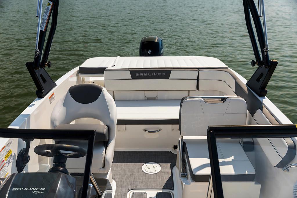 2021 Bayliner VR5 Bowrider OB
