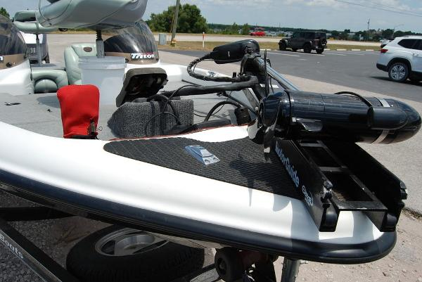 2000 Triton boat for sale, model of the boat is 170 & Image # 9 of 10