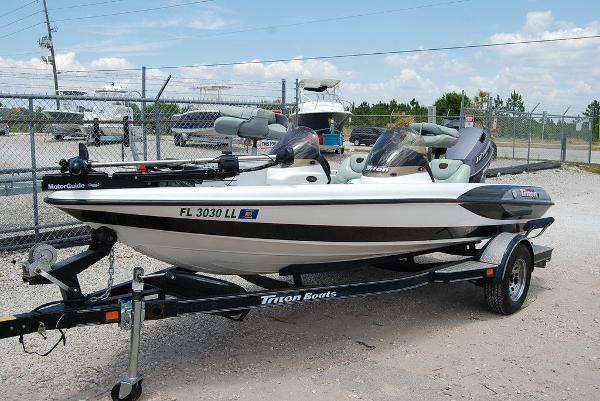 2000 Triton boat for sale, model of the boat is 170 & Image # 1 of 10