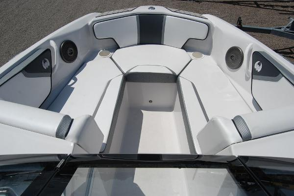 2019 Scarab boat for sale, model of the boat is 195 & Image # 10 of 12