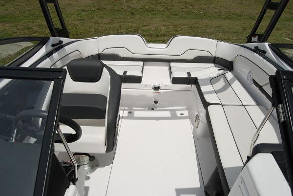 2017 Yamaha boat for sale, model of the boat is AR210 & Image # 7 of 12