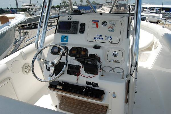2005 Century boat for sale, model of the boat is 2600 & Image # 3 of 13