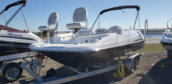 2021 Hurricane boat for sale, model of the boat is SunDeck Sport 202 OB & Image # 1 of 5